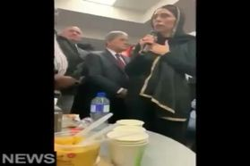 ویدئو/ نخستوزیر نیوزیلند برای دلجویی از مسلمانان، «حجاب اسلامی» پوشید