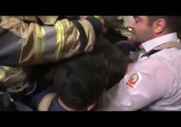 نجات معجزهآسای کودک شش ساله توسط آتشنشانها+فیلم