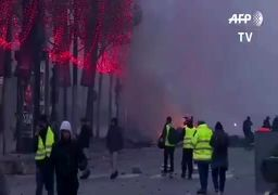 آتش و دود در شانزلیزه پاریس