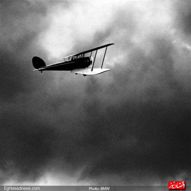 در سال 1919 «زنو دایمر» خلبان کمپانی توانست با هواپیمای «بی ام و» که به موتور شش سیلندر مجهز بود رکورد پرواز در فاصله از زمین در زمان خود را با پرواز در فاصله 9760 متری بشکند.