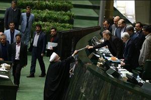حسن روحانی اولین بار لایحه برنامه ششم توسعه را دیماه پارسال تقدیم مجلس نهم کرده بود.
