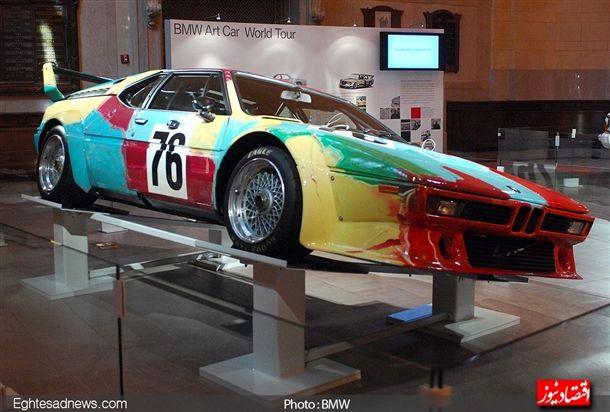 «اندی وارهول» این بی ام و «ام 1» را برای پروژه خودروهای هنری «بی ام و» طراحی کرد،هنرمندان زیادی تا به امروز به این پروژه ملحق شده اند.