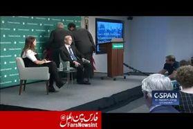 اقدام شجاعانه یک زن در نشست برایان هوک/تحریمها به مردم ایران آسیب میزند